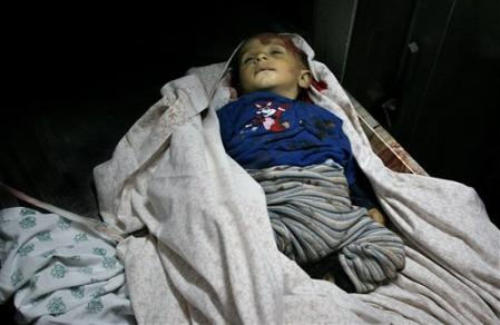 Haitham, 1 an, tué sur la plage.